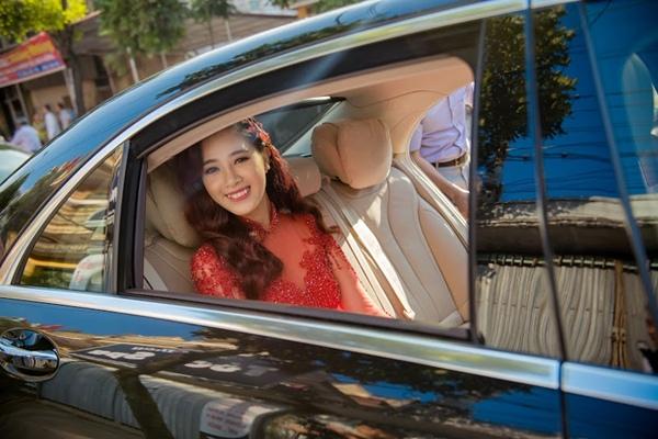 Nụ cười rạng rỡ của cô dâu Hà thành là hot girl một thời.