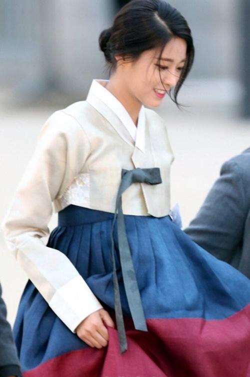 suzy-doi-dau-ban-sao-seol-hyun-trong-tao-hinh-hanbook-5