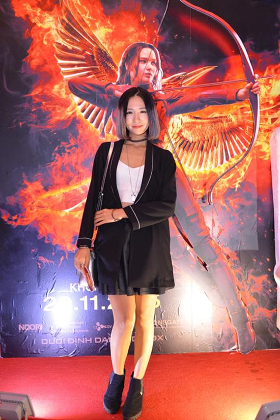 sao-style-21-11-ngoc-trinh-khoe-nguc-tam-tit-kin-mit-9
