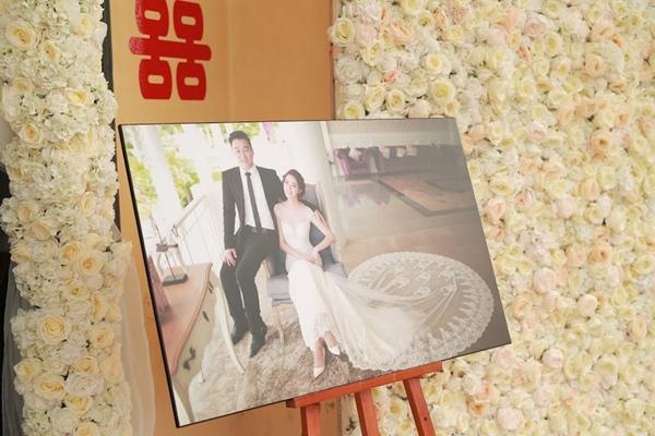 3 ngày sau khi Hà Min và bạn trai tổ chức lễ ăn hỏi và xin dâu ở quê nhà Hưng Yên của cô dâu, đám cưới đã chính thức diễn ra vào hôm nay 22/11. Trong ảnh là bộ ảnh cưới của Hà Min và bạn trai Minh Đức được thực hiện tại Thái Lan.