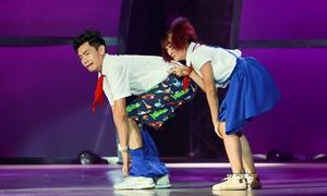 Quang Đăng bị tụt quần trên sân khấu