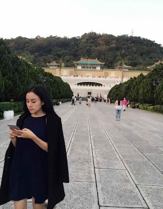 sao-viet-23-11-ngoc-trinh-gia-bo-kheo-tay-b-tran-nghien-game-online-9