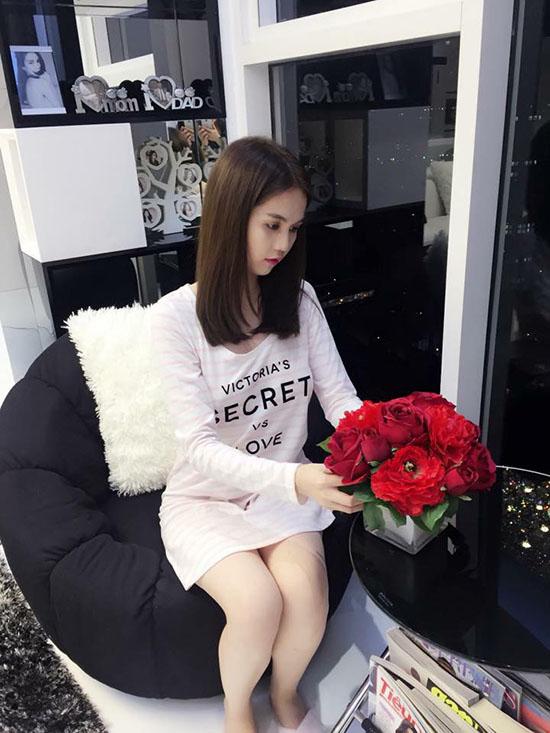 sao-viet-23-11-ngoc-trinh-gia-bo-kheo-tay-b-tran-nghien-game-online-4