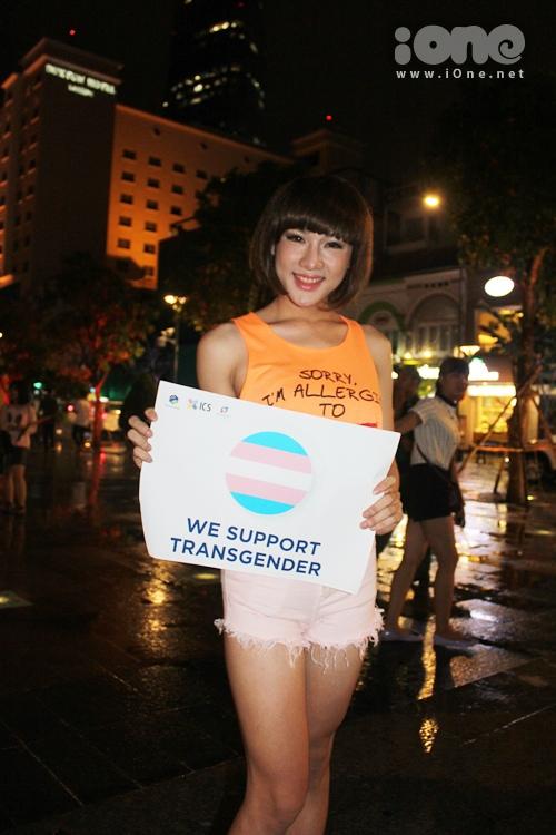 Nhã Hân, sinh năm 1996, một thành viên của nhóm Ngũ long công chúa gồm các bạn chuyển giới nam thành nữ