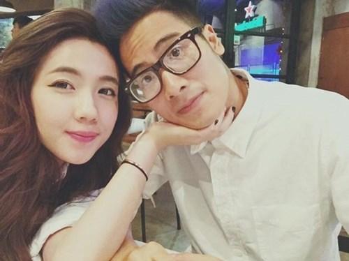 Sau 2 năm yêu nhau, JV và Mie Nguyễn bất ngờ chia tay. Chuyện dường như sẽ chìm trong im lặng nếu như JV không làm vlog gián tiếp thừa nhận việc đường ai nấy đi. Sự việc trở nên căng thẳng khi nhiều người cho rằng JV đang cố tình đá xoáy bạn gái cũ bằng những lời lẽ mập mờ, giọng điệu chê bai trong vlog.