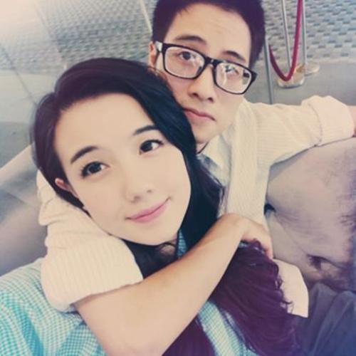 Câu chuyện bắt đầu trở nên ầm ĩ khi Mie Nguyễn tỏ thái độ không vừa lòng với cách cư xử của bạn trai. Cô treo status trên trang cá nhân và chính mẹ của hot girl cũng vào cuộc để bảo vệ con gái.