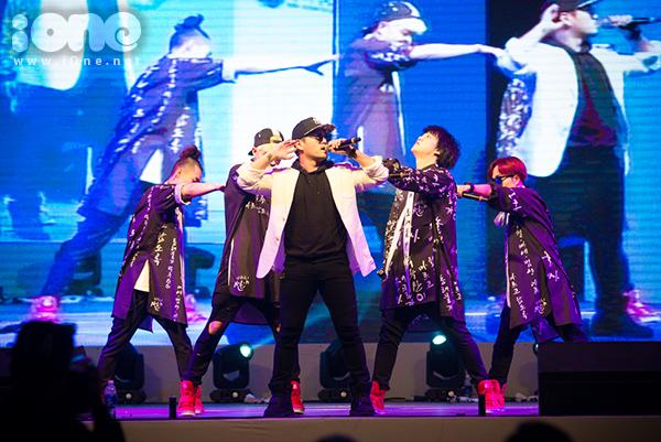 fan-tao-bien-anh-sang-ho-het-lien-tuc-khi-gap-haha-bang-xuong-bang-thit-6