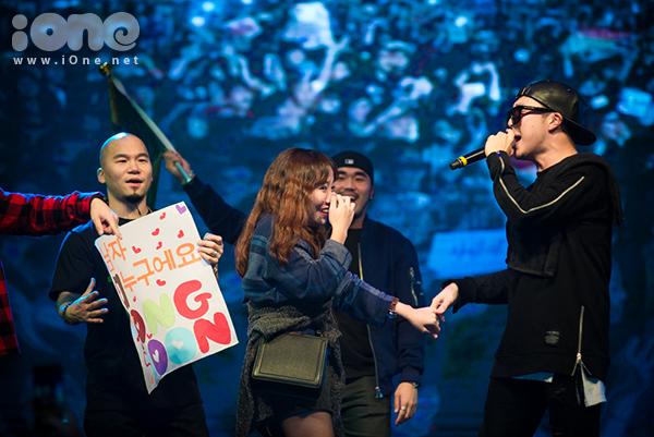 fan-tao-bien-anh-sang-ho-het-lien-tuc-khi-gap-haha-bang-xuong-bang-thit-2