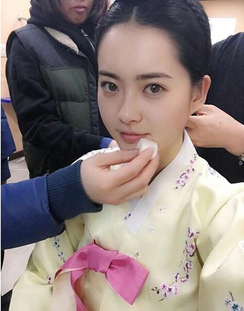 sao-han-29-11-go-ara-mac-co-trang-xinh-dep-taetiseo-khoe-ve-quyen-ru