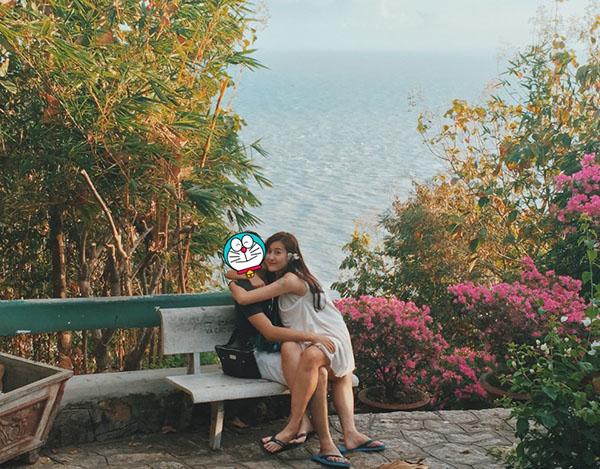 sao-viet-30-11-yen-trang-phau-thuat-lo-tai-gao-dien-bikini-khoe-bung-bau-8