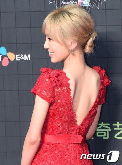 tae-yeon-goi-cam-exo-trang-diem-dam-tai-mama-2015-1
