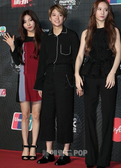 tae-yeon-goi-cam-exo-trang-diem-dam-tai-mama-2015-2