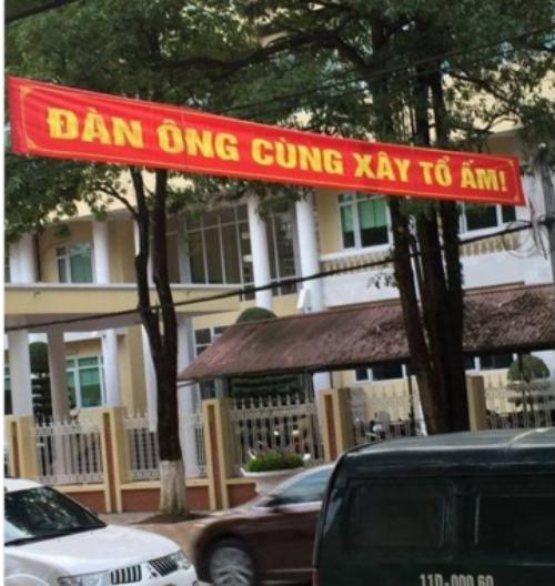 cuoi-te-ghe-5-12-em-the-khong-phan-boi-anh-ma-1