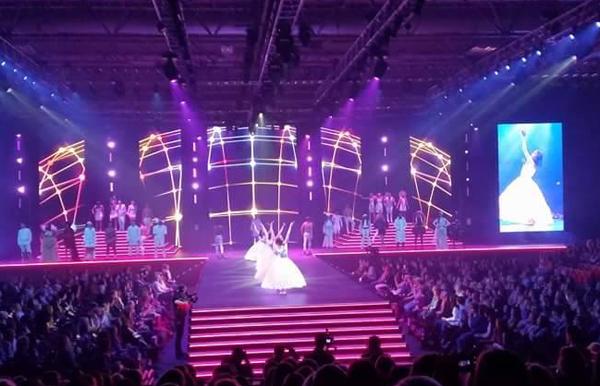 Năm nay Clothes Show diễn ra trong 4 ngày từ ngày 4/12 đến ngày 8/12 với sân khấu vô cùng hoành tráng.