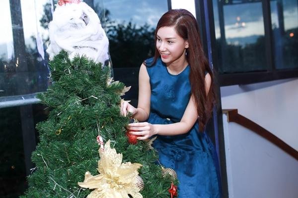 Thời gian qua Quỳnh Chi quay lại với nghệ thuật qua công việc MC, ca sĩ và diễn viên và gặt hái được một số thành công. Cô vừa được đề cử ở hạng mục Nữ diễn viên điện ảnh xuất sắc nhất ở giải thưởng Ngôi sao xanh.