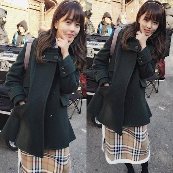 sao-han-8-12-hyo-rin-khoe-body-nong-bong-dara-pose-hinh-cung-2ne1-3