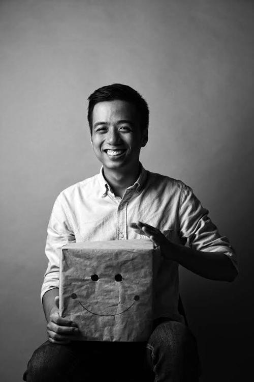 Năm 2015, He Always Smiles quyết định tiết lộ khuôn mặt thật của mình với mọi người, và ngay lập tức được nhận ra là Khôi Te, một bạn trẻ được biết đến với tài kinh doanh ở Hà Nội.