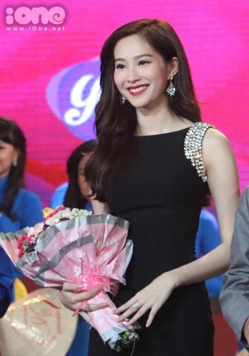 Hoa hậu Việt Nam Đặng Thu Thảo ngồi ghế nóng để tìm ra gương mặt nữ sinh xuất sắc.