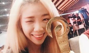 Luk Vân khoe giải thưởng phim ngắn hút 3 triệu view