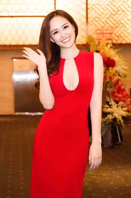 sao-style-13-12-mai-phuong-thuy-khoe-vong-1-an-japan-lo-chan-gay