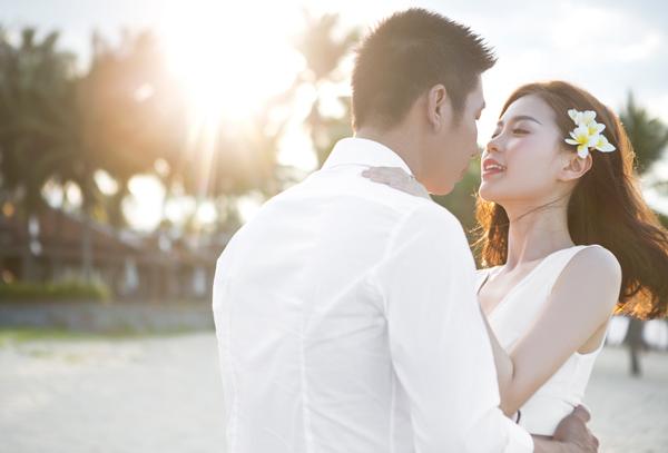 Thời điểm thi Hoa hậu Việt Nam 2014, chính ông xã cũng là người luôn động viên và tiếp thêm sức lực để cô có cơ hội tỏa sáng tại cuộc thi.   Chồng Diễm Trang cầu hôn cô lúc trước ngày vào vòng chung kết cuộc thi, sau khi đoạt giải cô quyết định trao trọn hạnh phúc của mình cho người bạn đời.