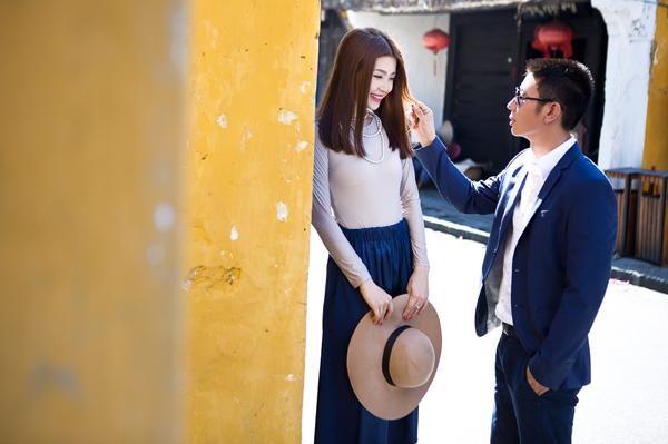 Diễm Trang vô cùng xinh đẹp trong những bộ cánh kiểu dáng vintage, vừa thanh lịch, nữ tính nhưng không kém phần sang trọng.