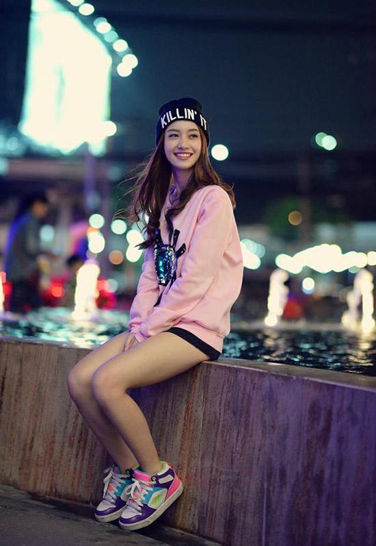 sao-style-18-12-huyen-my-nhu-cong-chua-jun-vu-tren-dong-duoi-he-2