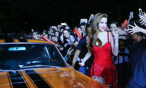 Hà Hồ lái thẳng siêu xe lên thảm đỏ sự kiện của Noo Phước Thịnh