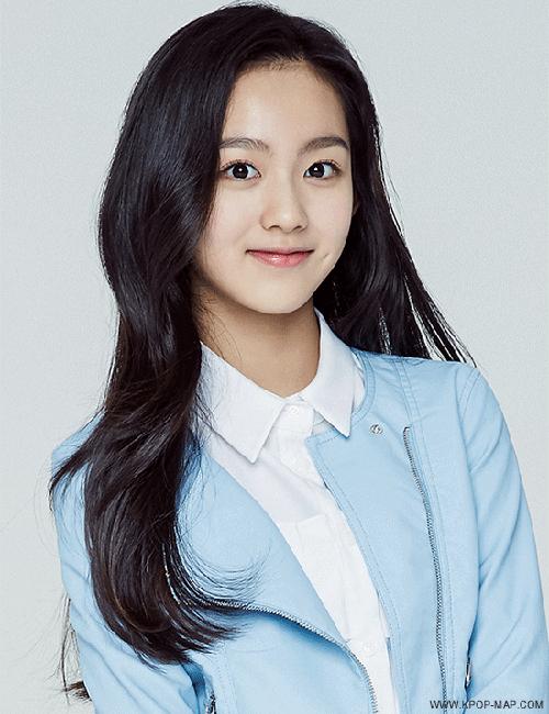 Lami, thực tập sinh nhà SM, thu hút sự chú ý của netizen Hàn với những hình ảnh xinh đẹp   từ bé. Lami sinh ngày 3/3/2003, là một thành viên thuộc SM Rookies được công ty giải trí   SM giới thiệu từ khi mới 10 tuổi.