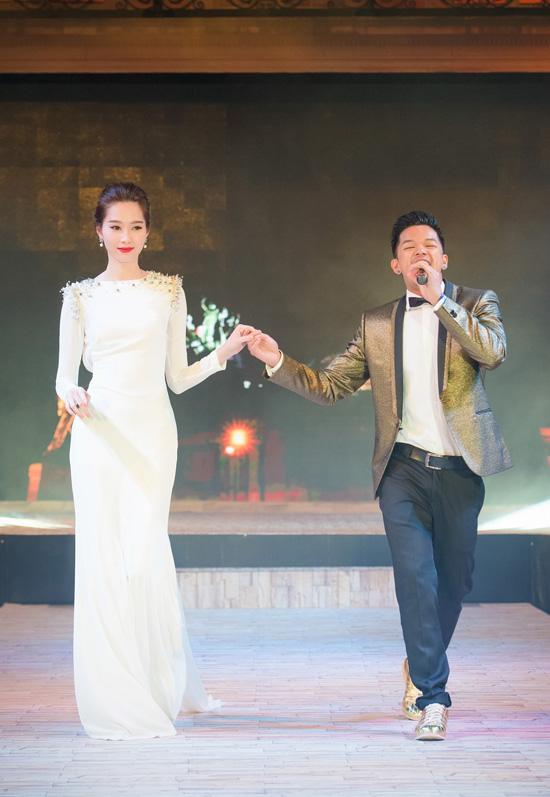 thu-thao-lan-dau-tro-tai-choi-piano-di-catwalk-1