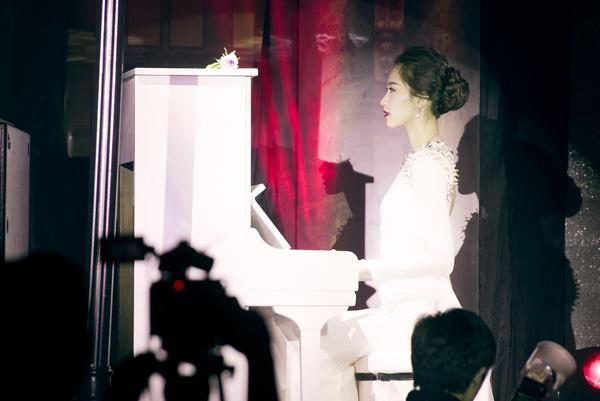 thu-thao-lan-dau-tro-tai-choi-piano-di-catwalk