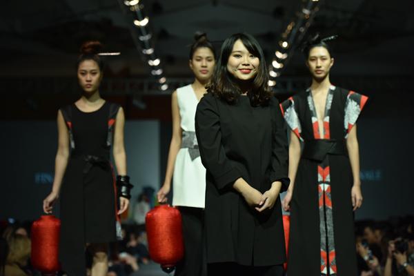 Bộ sưu tập của tôi lấy cảm hứng từ Kabuki - một trong những thể loại kịch truyền  tiêu biểu của Nhật Bản. Đây là sự kết hợp phong cách hiện đại cùng với phom dáng tối   giản, in kĩ thuật số sắc nét, 3 tông màu chủ đạo đen - trắng - đỏ kết hợp với họa tiết hoa   cúc của Nhật bản. Bộ sưu tập Kabukimono nhắm đến độ tuổi phụ nữ từ 25-35, dành cho   những ai đang tìm kiếm hơi thở của truyền thống, độc đáo và vượt thời gian