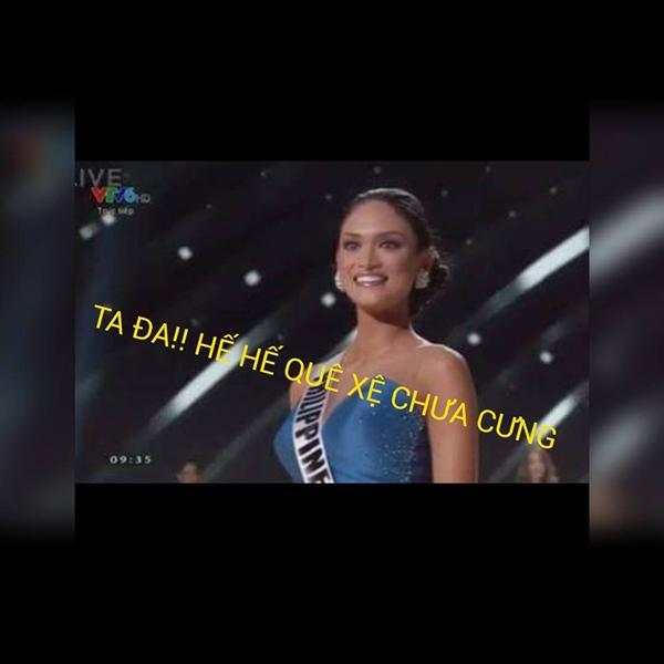 Nhiều câu nói hài hước được gắn vào khoảnh khắc Hoa hậu Philippines bước tới để được trao vương miện.