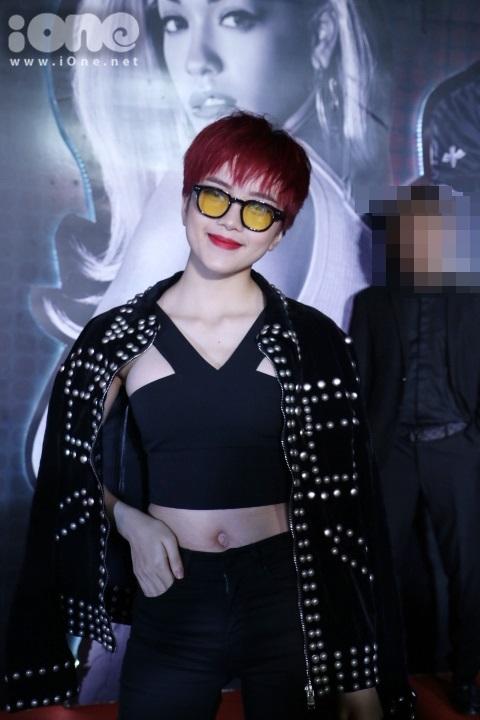 Thiều Bảo Trâm xuất hiện trên thảm đỏ đêm nhạc nghệ thuật có sự góp mặt của nữ ca sĩ