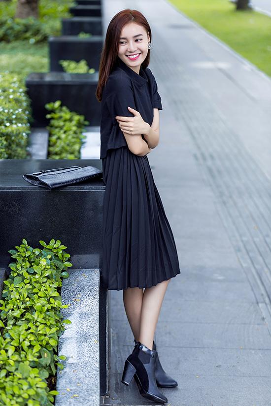 Photo: Chanh Nguyễn Stylist: Jon Là Lạ Trang phục: Elpis Phụ kiện: FloralPunk