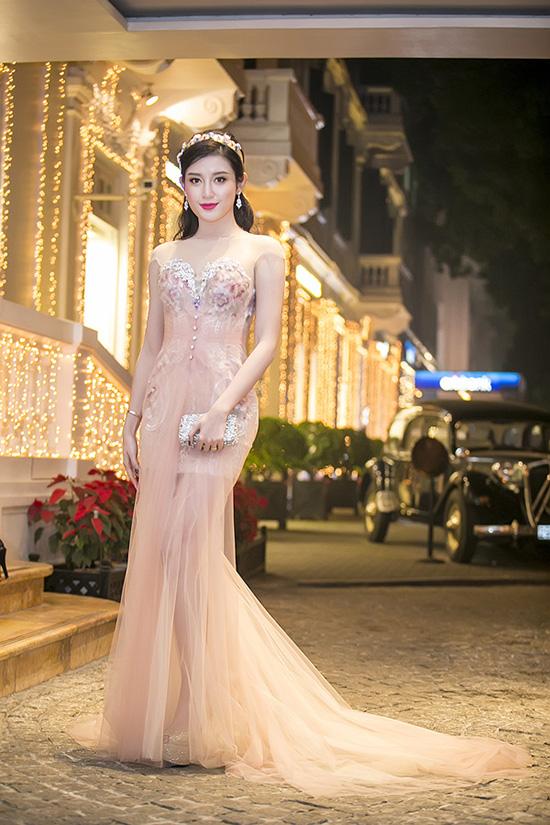 sao-style-24-12-pham-huong-xach-tui-tram-trieu-trang-khieu-vay-lam-bn-2