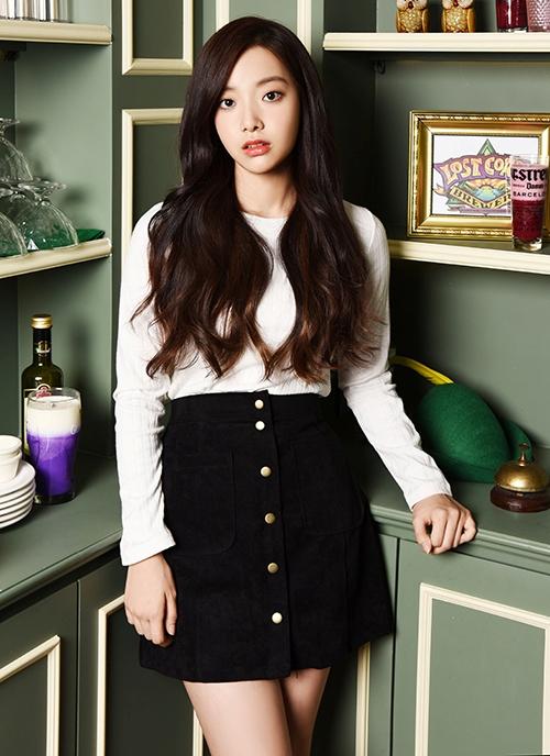 Thành viên sinh năm 1998 là gương mặt đại diện của nhóm April. Hyun Joo nhận được nhiều lời khen vì phong cách thanh lịch, thời trang và có cách ứng xử tốt, thái độ thân thiện với fan.