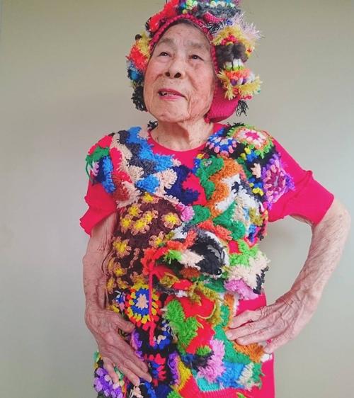Điều khiến cụ bà 93 tuổi này trở nên nổi tiếng trên Instagram chính là biểu cảm vui tươi, trẻ trung trong mỗi khung hình