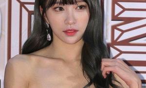 Hani loang lổ phấn trắng, Sunny khoe vòng 1 ở KBS Gayo