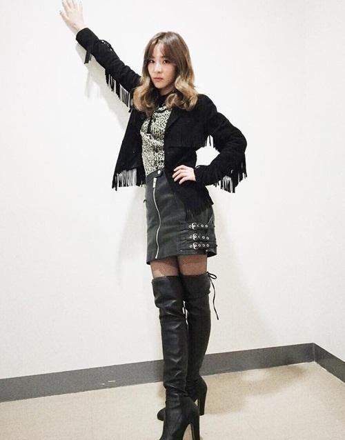 sao-han-30-12-baek-hyun-makeup-dieu-da-amber-do-ve-dep-trai-voi-sung-jae