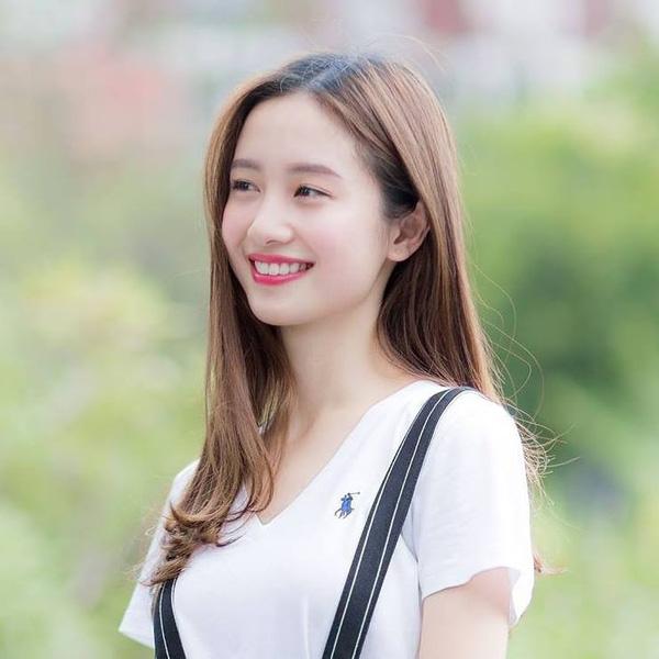 Jun Vũ là con gái Hà Nội gốc, năm 15 tuổi, cô bạn cùng gia đình chuyển sang   định cư ở Thái Lan. Tại đây, Jun Vũ vừa tiếp tục việc học vừa trở thành một   người mẫu quảng cáo.