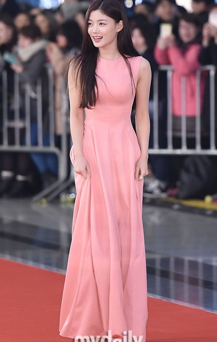 kim-yoo-jung-kim-tae-hee-dep-khong-goc-chet-o-sbs-drama-award