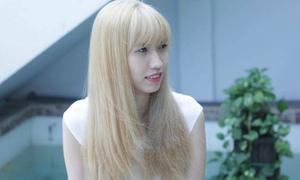 Cô gái 1m90 Hồng Xuân xinh như gái Tây từ khi đổi tóc vàng
