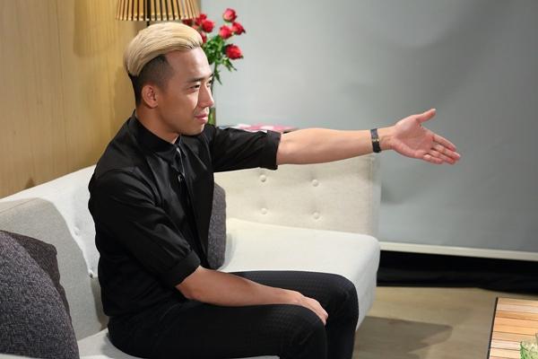 """Đón xem Lần đầu tôi kể với sự xuất hiện của MC  Danh hài Trấn Thành lúc 19h chủ nhật ngày 3/1 để """"khu"""" trọn những bí mật này."""