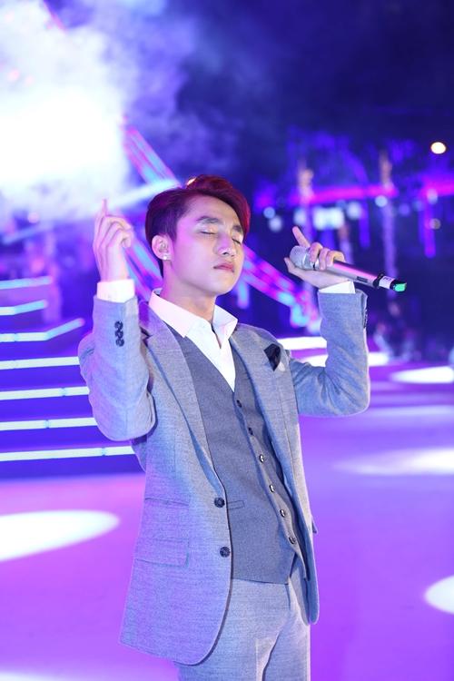 Bữa tiệc âm nhạc Countdown Party Journey to Wonderland đón năm mới diễn ra vào tối 31/12 tại Hồ Bán Nguyệt (quận 7 TP HCM) chiêu đã fan bữa tiệc