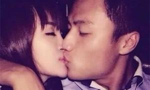 Huyền Anh giải thích ảnh hôn Mạc Hồng Quân: 'Tất cả chỉ là trò trẻ con'
