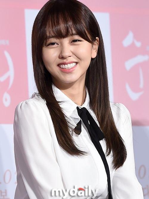 kim-so-hyun-khien-do-ngo-ngn-quen-loi-thoai-4