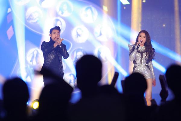 Trong đêm nhạc, nữ ca sĩ sinh năm 1990 tiếp tục trưng trổ giọng hát đầy nội lực cùng những tiết mục đốt cháy sân khấu: Nhé anh, Giây Phút Cuối và đặc biệt là màn song ca Thu Cuối cùng Isaac.