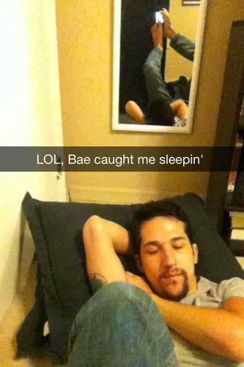 Selfie khi đang ngủ: Đã ngủ rồi thì còn chụp ảnh