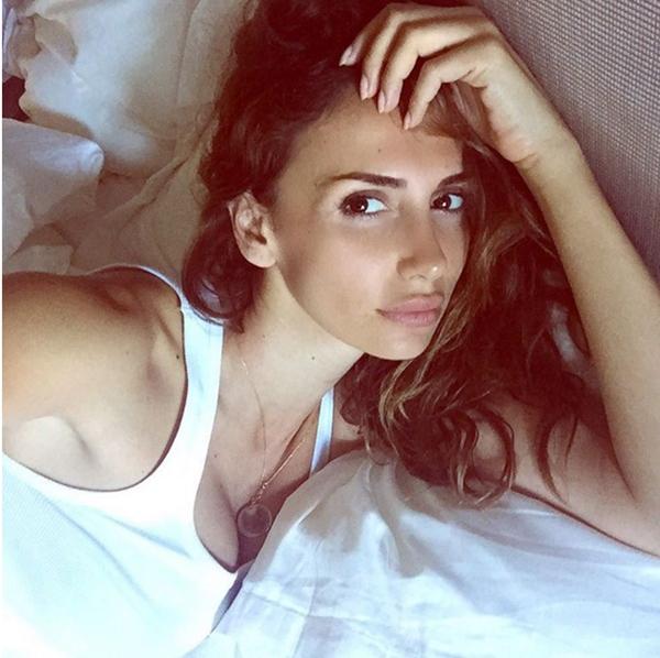 """Selfie """"sau khi ngủ dậy"""": Thành thật mà nói, ít ai đủ tự tin để selfie với mặt mộc sau khi vừa ngủ dậy. Còn việc bạn"""